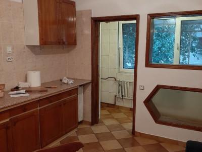 Vanzare apartament 2 camere Apusului Militari