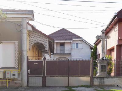 De vânzare casa micro 17