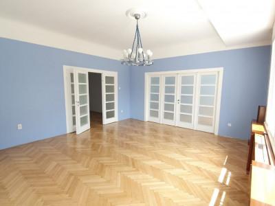 Spatiu central pentru birou/cabinete, modernizat in stil Art Deco