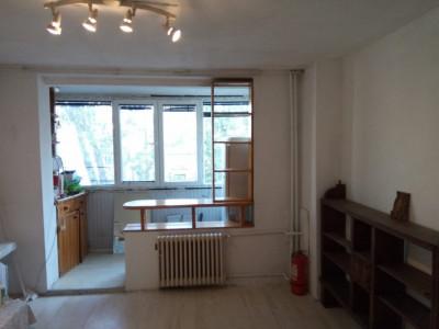 Romana, Amzei, garsoniera, 32 m.p., etajul 3 din 6, bloc reabilitat, balcon.